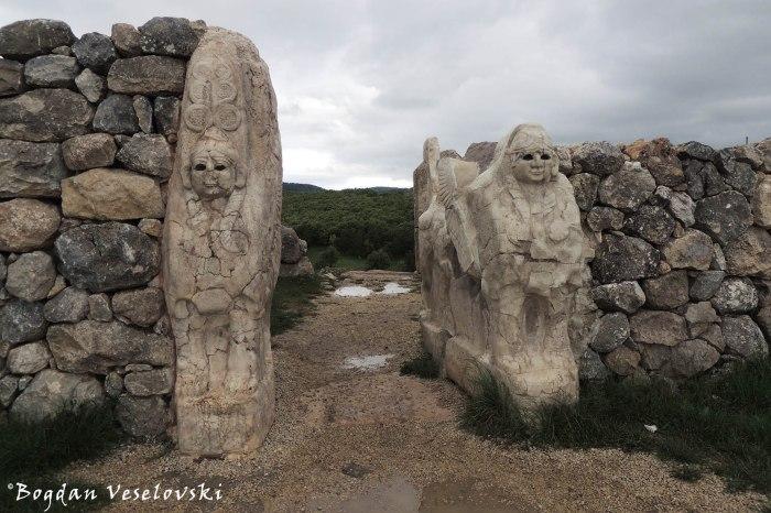 Sfenksli kapı (The Sphinx Gate)