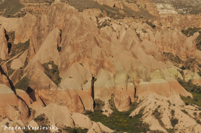 41-goreme-red-red-valleys