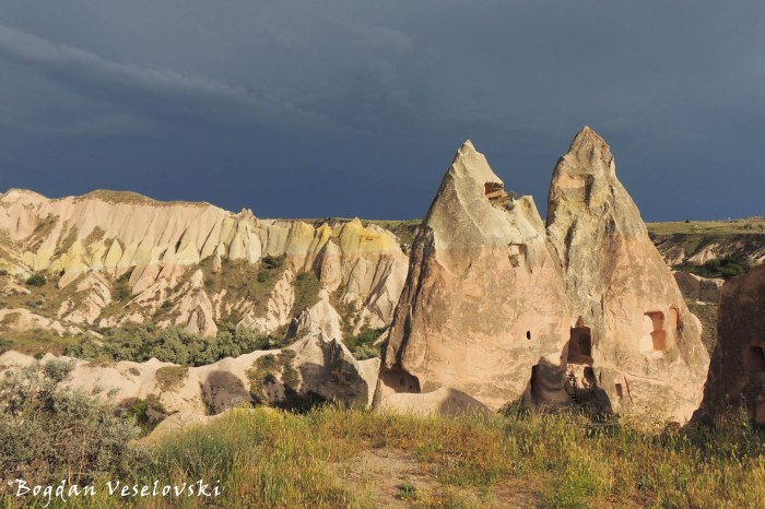 42-goreme-red-red-valleys