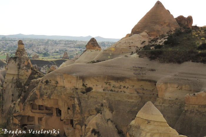 48-goreme-red-red-valleys