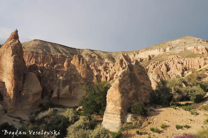 49-goreme-red-red-valleys