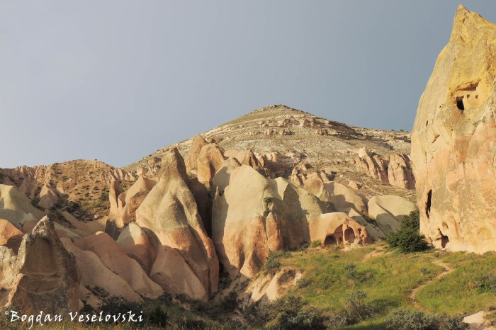 53-goreme-red-red-valleys