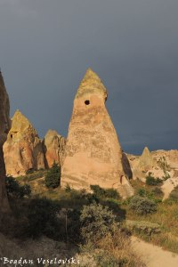 54-goreme-red-red-valleys