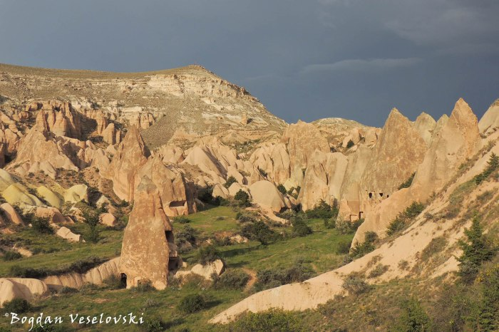 56-goreme-red-red-valleys