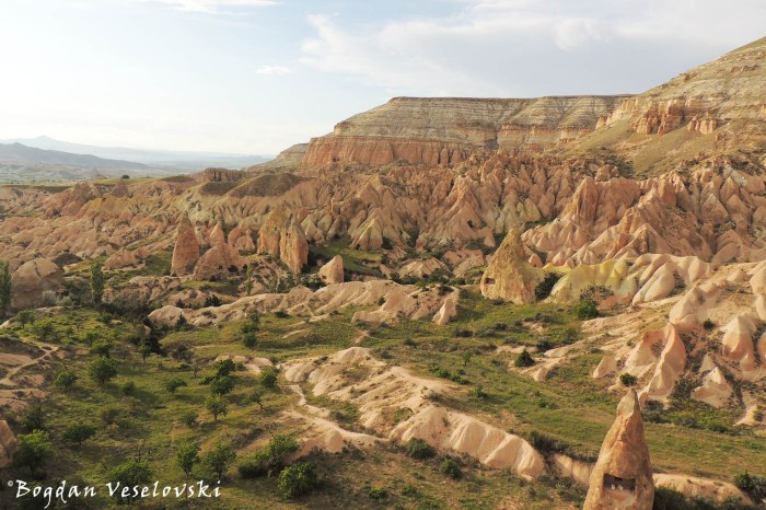 57-goreme-red-red-valleys