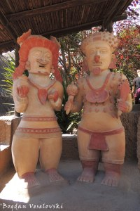 Pre-columbian statues (replicas)